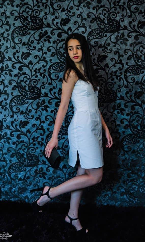 Rochie-din-bumbac-alb-cu-bretele1.jpg